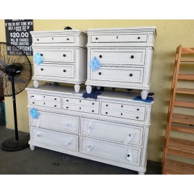 Riverside - Huntleigh 7 Drawer Dresser With Two Night Stands