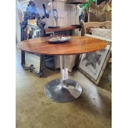 Round / Chrome Base Dining Table
